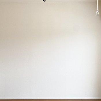 絵画や写真を飾って、より素敵な空間に。