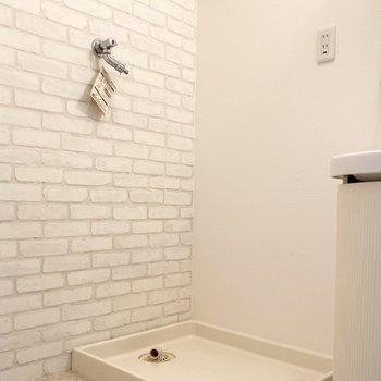 洗面台の隣には洗濯機置き場があります。