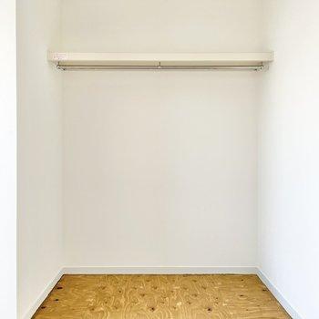 突っ張り棒でカーテンを作ってもいいかも。