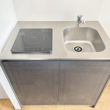 水切りボードなどを使って調理スペースの確保を。