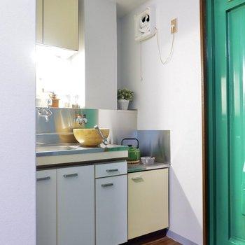 キッチンは玄関横に。