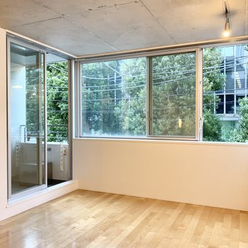 窓際がお気に入りのスペースになりそう。