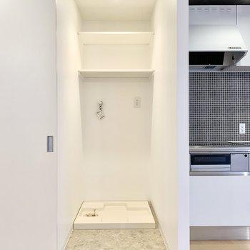 洗濯機置場はしっかり扉で隠せます。