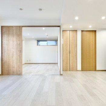 【LDK】隣室とはスライドドアで繋がってます。