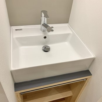 洗い場はスクエア型。タオル掛けもしっかりあります。