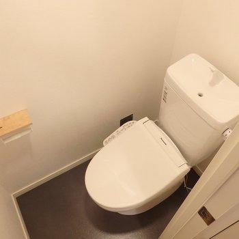 トイレも新品、さらにウォシュレット付きに!  (※写真は同間取り別部屋、前回募集時のもの)