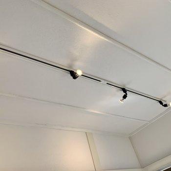 【洋室3帖】こちらもライティングレール。照らし方を調整しちゃいましょう。