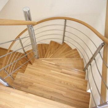 ぐるぐる階段で時を刻む