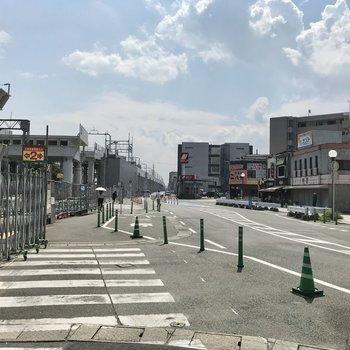 春日原駅の西口から出てくださいね!