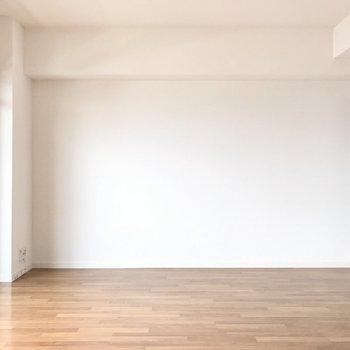 ゆとりを持たせるなら、ソファダイニングがちょうどいいかな(※写真は7階の反転間取り別部屋のものです)