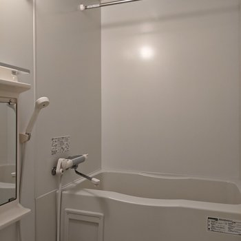 浴室に洗濯物を干すことができます。
