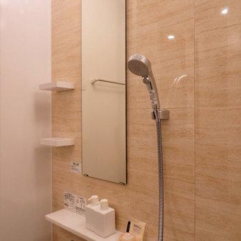 大きなシャワーヘッドのお風呂です。