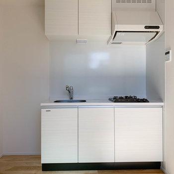 【LDK】キッチン、なかなかの収納力です。
