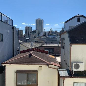 【LDK】窓からの眺望。南向き。