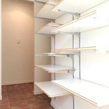ショップみたいに綺麗に並べたい!(※写真は4階の同間取り別部屋、清掃前のものです)