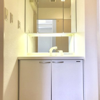 洗面台も横長くて使いやすそう♬(※写真は4階の同間取り別部屋のものです)