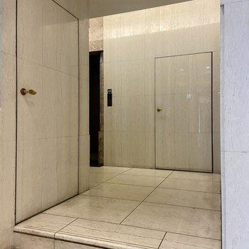 【1F EVホール】エントランスから直前エレベーターではないので防犯対策的にも◯