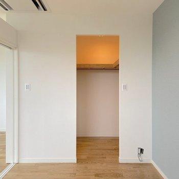 寝室にはウォークインクローゼット。※写真は4階の似た間取り、別部屋のもの