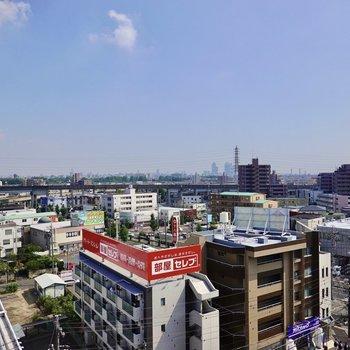 名古屋駅のビル群までも見える景色! (※写真は8階の別部屋からの眺望です)