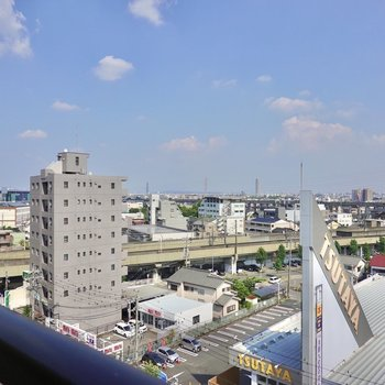 8階からの眺めは爽快。こちらは左側の眺め。 (※写真は8階の別部屋からの眺望です)