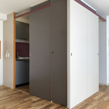 キッチンはどちらの居室からも行くことができます。