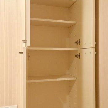 タオルなどのストックにオススメな収納も!※写真は3階の反転間取り別部屋のものです