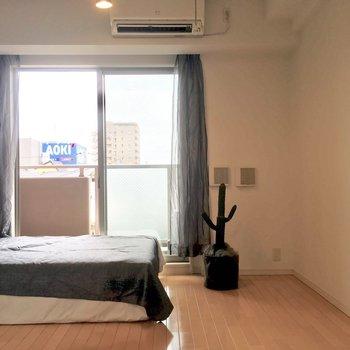 お次は寝室へ※写真は3階の反転間取り別部屋、モデルルームのものです