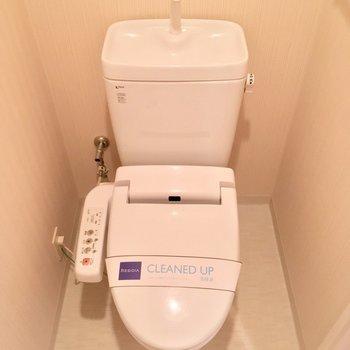 きちんと個室のトイレ!※写真は3階の反転間取り別部屋のものです
