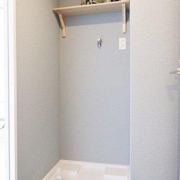 上の棚には洗剤を※写真は4階の似た間取り、別部屋のもの