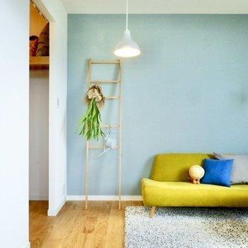 寝室も明るい印象※写真は4階の似た間取り、別部屋のもの