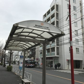 駒沢大学前のバス停からは渋谷まで行けます。