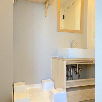 洗面台はシンプルなデザイン