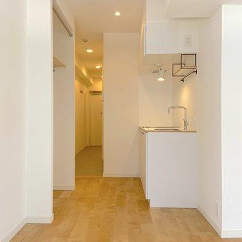 キッチンは明るい白デザイン!