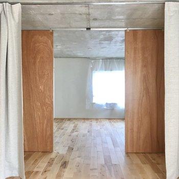 戸など開けて置いてゆったり使うのもありですね!(※写真のカーテンは見本です)