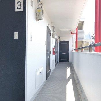 各階には3部屋ずつ、今回は真ん中の302号室。