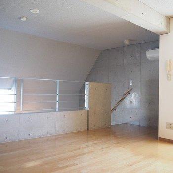 寝室は8.5帖あります。※写真は3階の反転間取り別部屋のものです