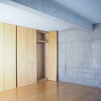 寝室は収納力しっかりです。※写真は3階の反転間取り別部屋のものです