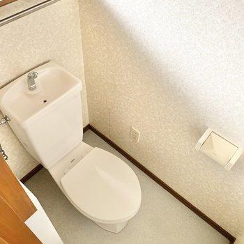 清潔感のある個室トイレです。