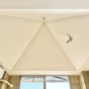 この天井、何角形なんだろ。。可愛い。