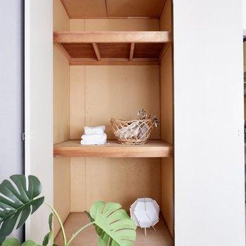 収納は奥行きがあり、布団なども仕舞えます。※同間取り別部屋の写真です。アクセントクロスが異なります。