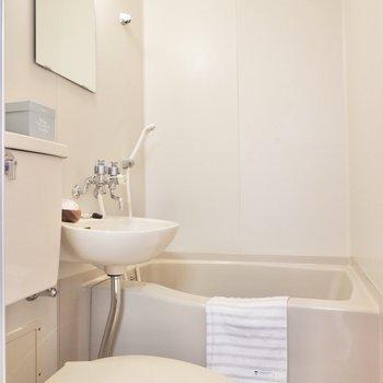 洗面台を使う前には換気を。※同間取り別部屋の写真です。