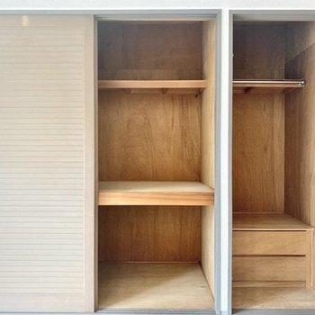 収納大きめ!左には大きめのものを。右にはお洋服を収納しましょ。