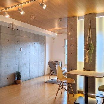 【洋室】扉がないので開放感があります。※家具はサンプルです