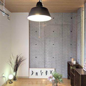 【洋室】こちらのお部屋を居室にするのもいいですね。※家具はサンプルです