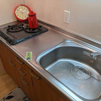 入居後すぐに調理ができるシステムキッチン。