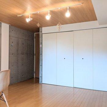 【DK】スポットライト×コンクリがオシャレ!※家具はサンプルです