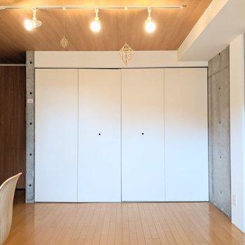 【DK】クローゼットはDKに1箇所あります。※家具はサンプルです