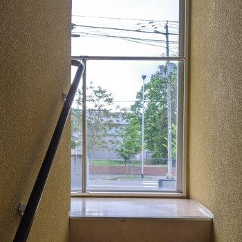 共用階段は屋内なので天気の影響を受けにくいです。
