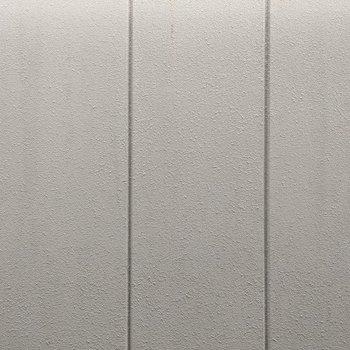 【DK窓からの景色】正面は隣の建物の壁になっています。