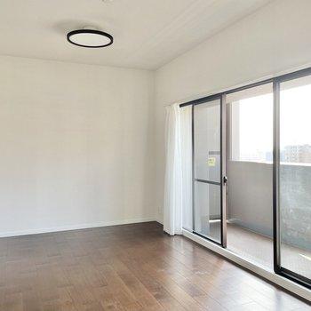 【リビング】リビングは約12帖!大きな家具を置いて、優雅に過ごしましょう。
